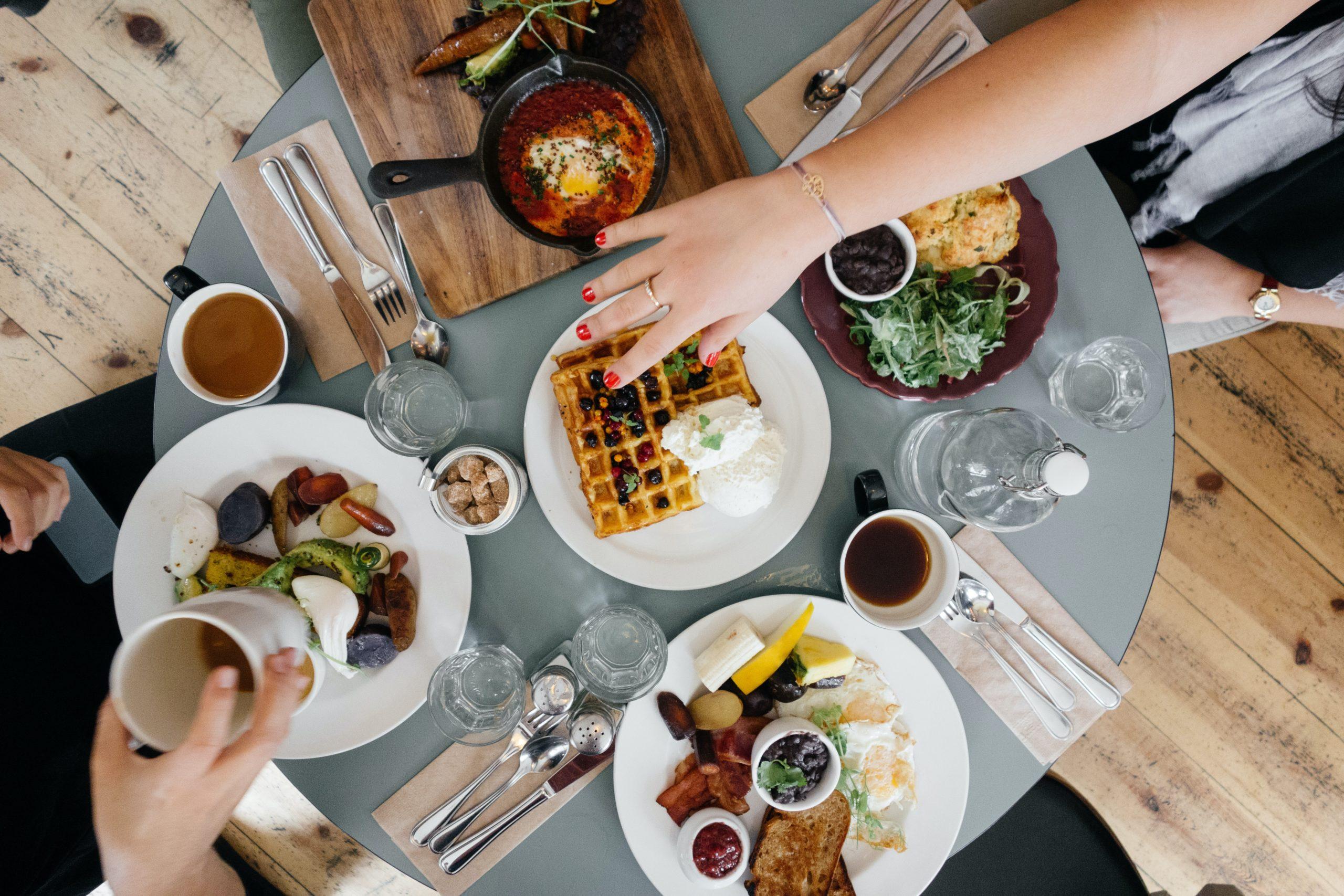 接待交際費は「飲食代」と「飲食代以外」に分けられる