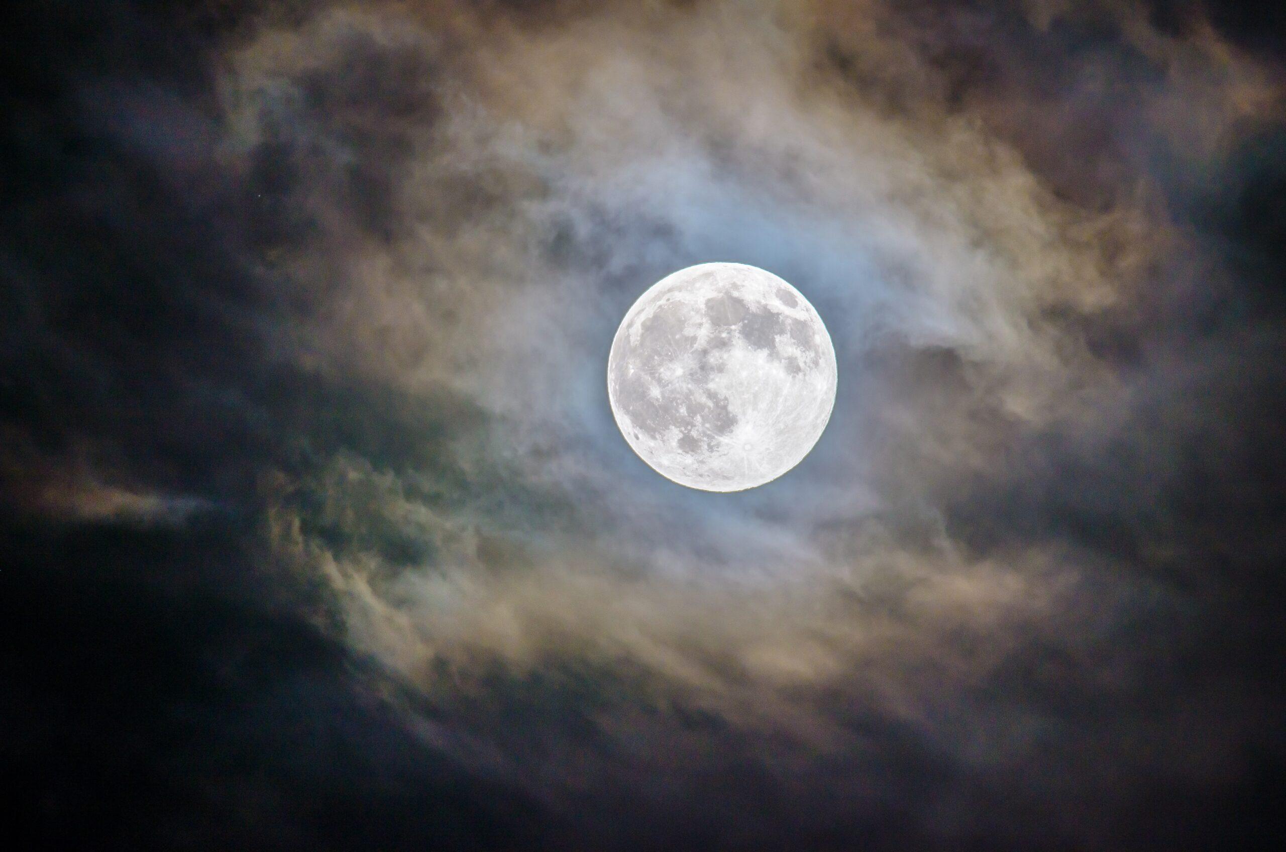 おごるなよ、丸い月夜もただ一夜