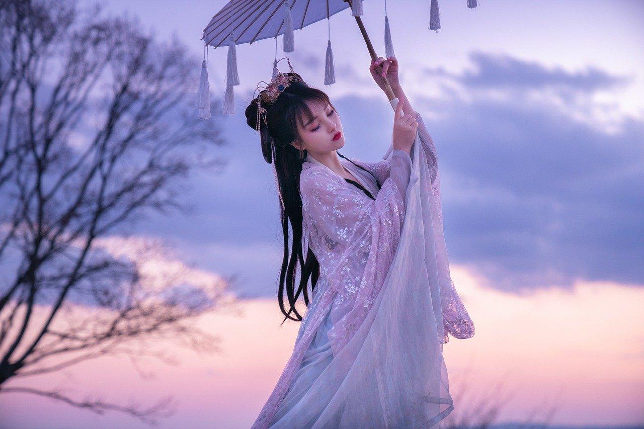 世渡りは傘のごとくすべし。運よき時は開き、運よからぬ時はしぼめるがよし