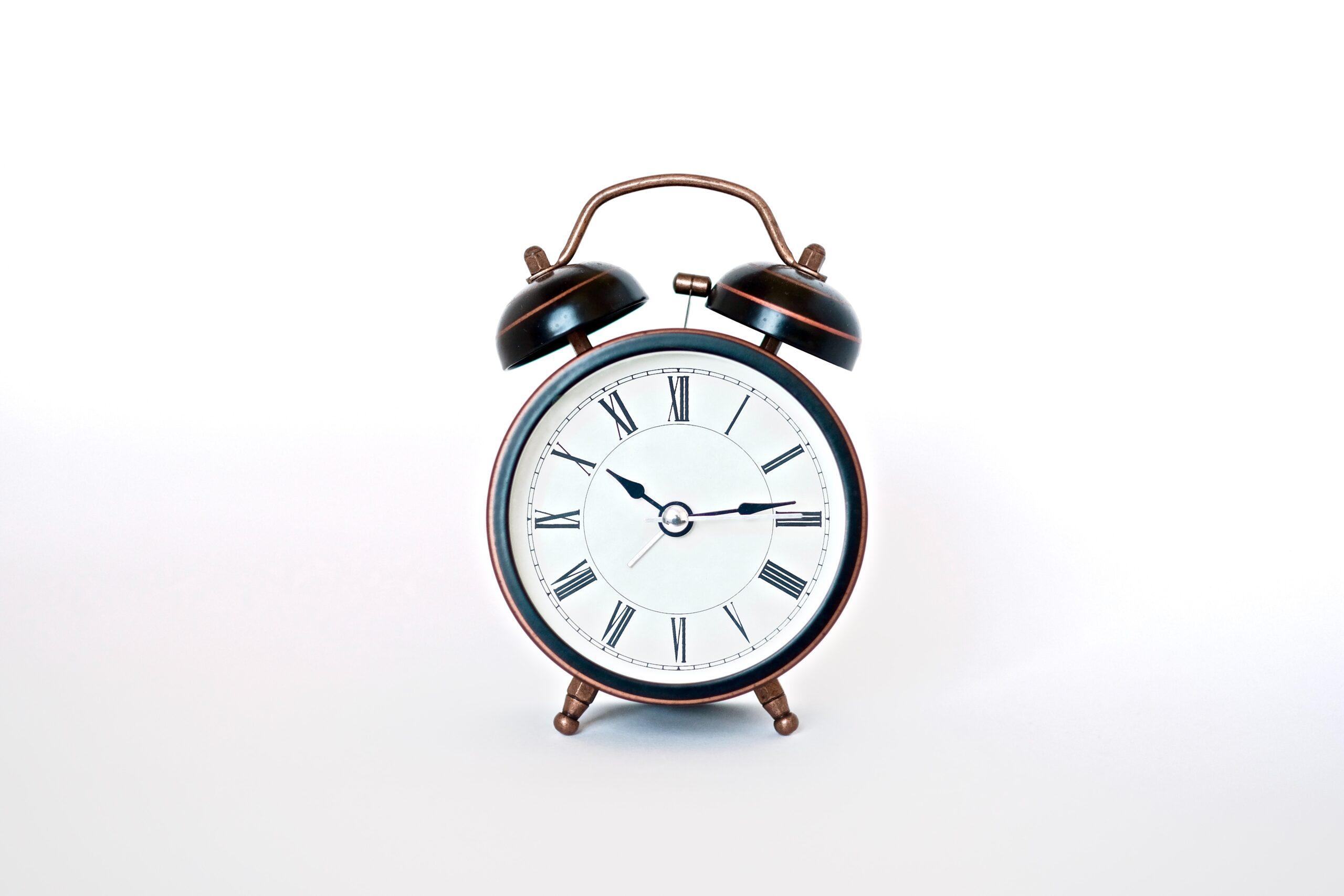 絶対に寝坊しなくなるおすすめの大音量目覚まし時計6選